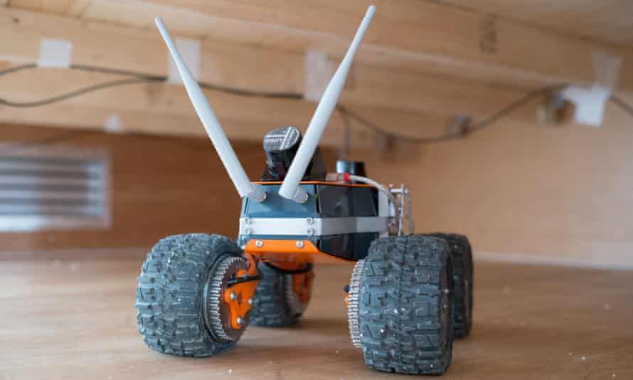 q-bot's robot