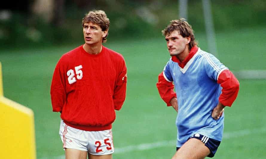 Arsène Wenger with Glenn Hoddle in 1987