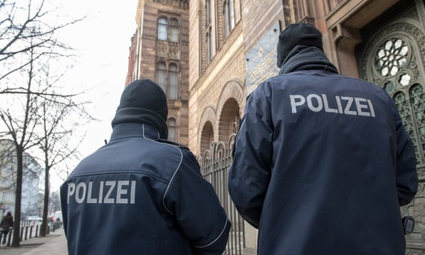 Police monitor the New Synagogue in Berlin