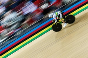 <strong>Day 5: </strong>Annette Edmondson of Australia competes in the flying lap of the women's omnium