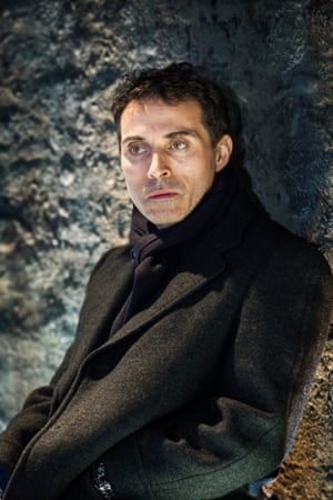 Rufus Sewell in Closer.