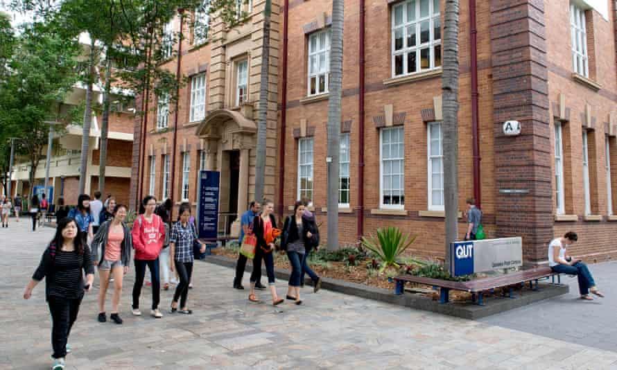 QUT - university