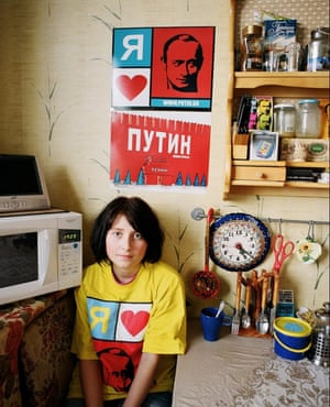 """<strong>Lena in her kitchen: """"Putin is a very multi-faceted person, for example he practices judo, goes fishing and skis. I think he is a good role-model for young people.""""</strong>"""