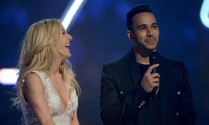 Ellie Goulding finds Lewis Hamilton