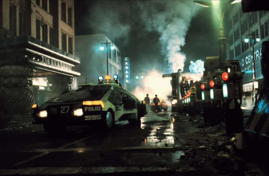 Blade Runner's futuristic city scenes were achieved through mastery of special effects.