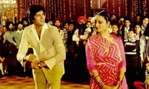Amitabh Bachchan with Rekha in the 1981 Bollywood hit Silsila.