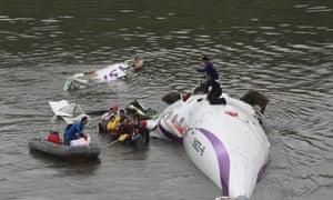 A rescue crew pulls out passengers from a TransAsia Airways ATR 72-600 turboprop airplane that crashed into the Keelung River shortly after takeoff from Taipei Songshan airport in Taipei.