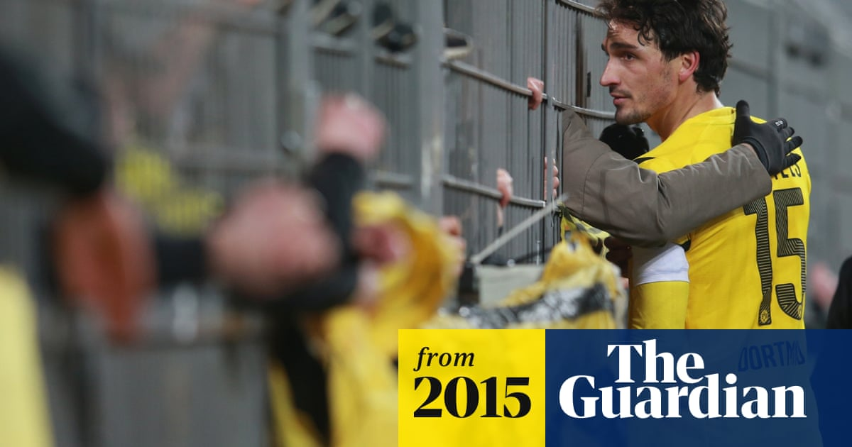Borussia Dortmund Players Speak To Angry Fans After Defeat By Augsburg Borussia Dortmund The Guardian