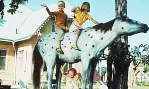 Pippi lifts her horse with Annika and Tommy on it