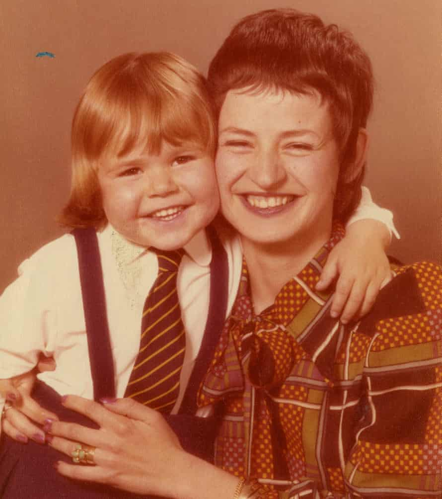 Jacqueline Wilson with her daughter, Emma, then aged four, in1971