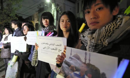 Japanese people show their condolences for Kasasbeh, outside the Jordanian embassy in Tokyo.