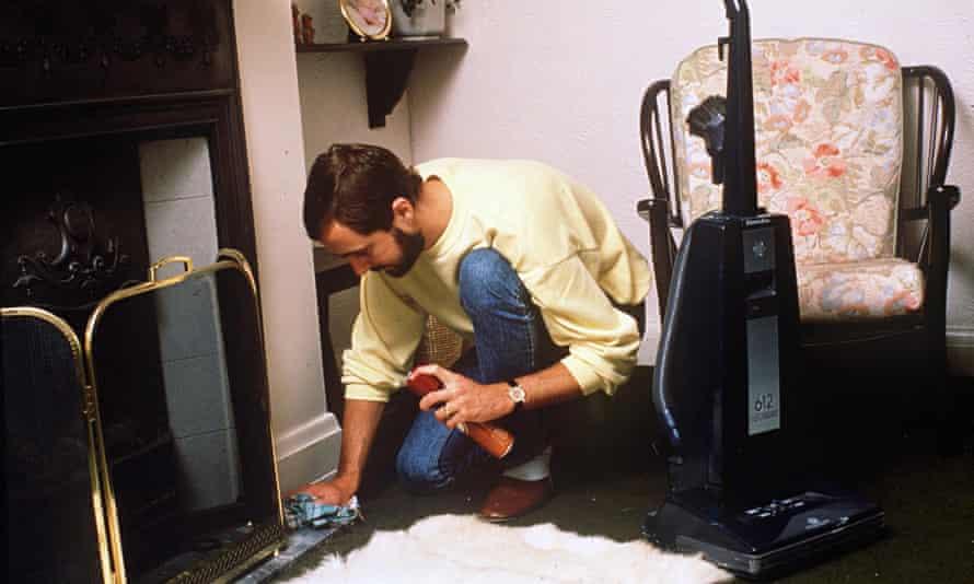 RICHARD HUNT - A HUSBAND WHO DOES THE HOUSEWORK