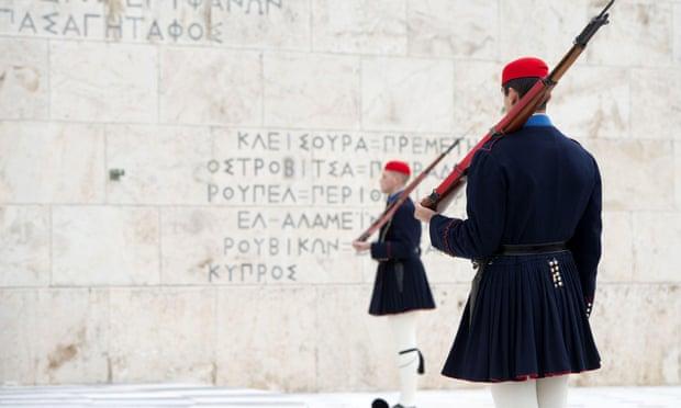 Cany anyone PLEEASE I BEGG YOU ALL! help me write an essay in GREEK?