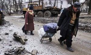 Civilians flee Uglegorsk