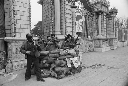 Pro-Khomeini forces man a bunker in front of Iran's parliament building, expecting an attack from the Shah's elite troops