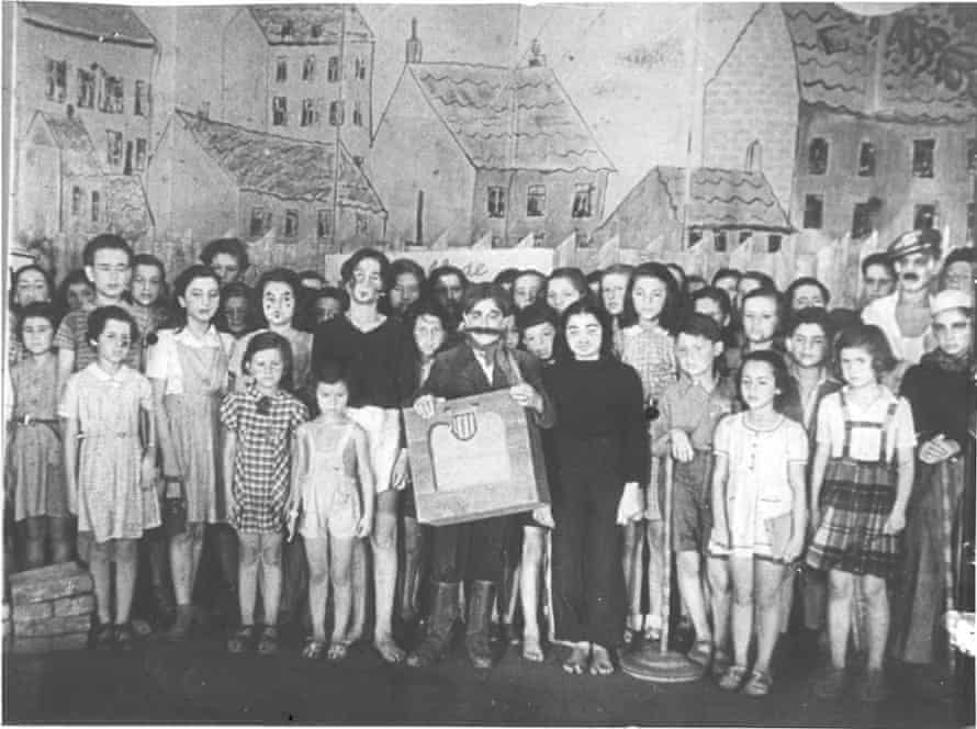The opera cast at Theresienstadt, where Brundibár was peformed between 1943 and 1944.