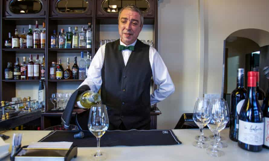 Rafael, behind the bar of Entrepanes Díaz, Barcelona