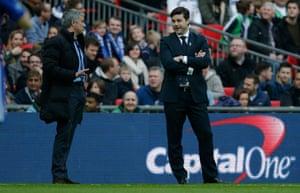 José Mourinho and Mauricio Pocchetino share a joke.