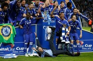 Mourinho celebrates at the team photo.