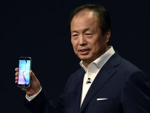 JK Shin shows off the new Galaxy S6 during the Samsung Galaxy Unpacked 2015 event