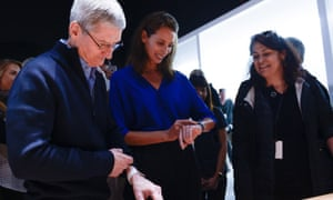 Tim Cook and Christy Turlington try on the Apple Watch