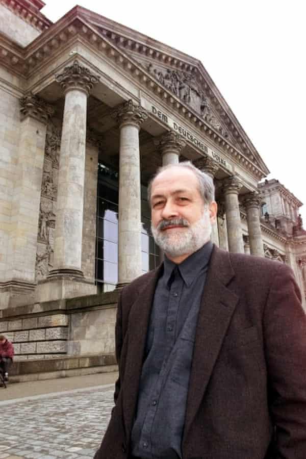 Hans Haacke in Berlin in 2000. Photograph: Roberto Pfeil/AP