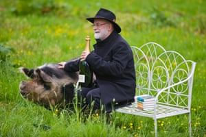 Pratchett at the Hay festival in 2012 after winning the Bollinger Everyman Wodehouse Prize for Comic Fiction for his novel Snuff