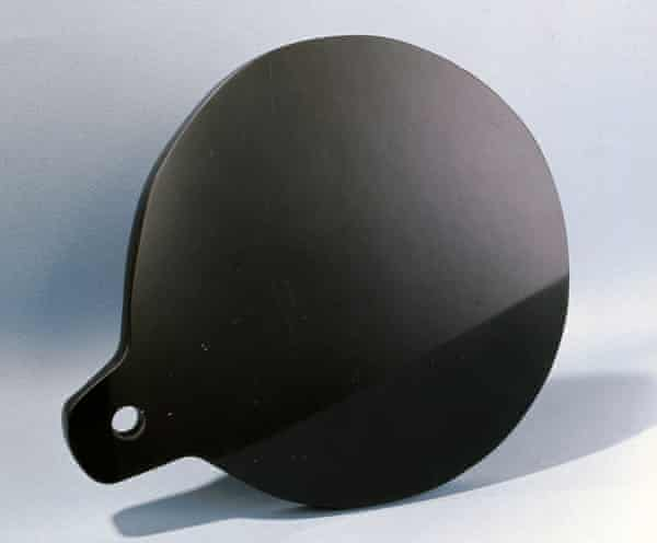 An obsidian mirror – 'visions that by their very indistinctness can give comfort'.