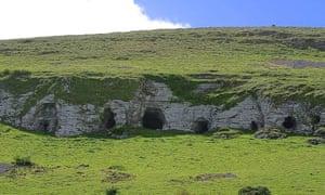 D8JBW5 Keshcorran caves cliffs.stockphoto