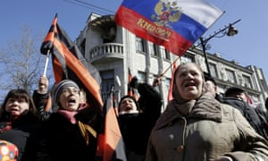 Crowds wave the Russian flag