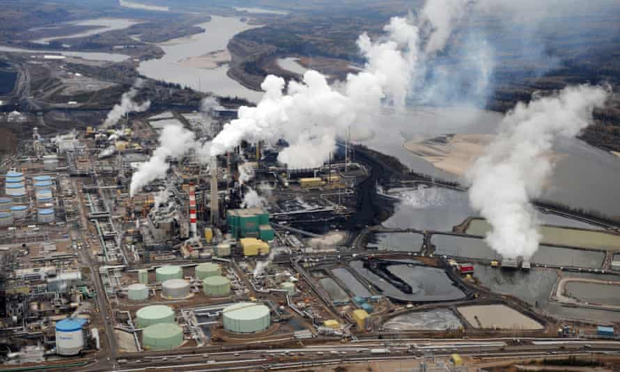 Aerial view of the Suncor oil sands extraction facility