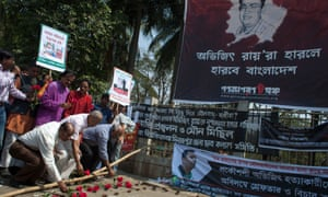 Bangladeshi social activists wait to pay their last respects to Avijit Roy in Dhaka.