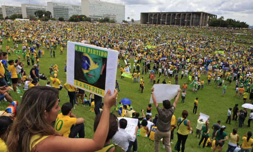 Protesters against Brazil's president, Dilma Rousseff, at Planalto, the office of the Brazilian leader in Brasilia.
