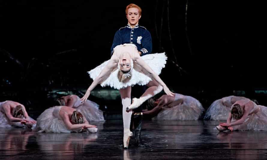 Steven McRae (Prince Siegfried) and Evgenia Obraztsova (Odette) in Swan Lake