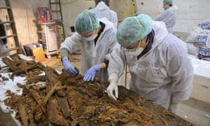 Experts are examining remains found at a convent in Madrid in the search for Cervantes's bones.
