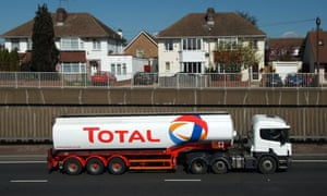 With disproportionate consumption of fossil fuels, trucks should be first to adopt low-carbon fuels, according to a new report from BSR.