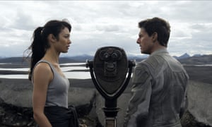 Olga Kurylenko and Tom Cruise as Julia and Jack Harper in Oblivion