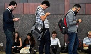 sxsw 2015 people phones laptops