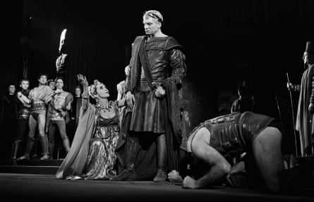 Laurence Olivier in Peter Brook's Titus Andronicus, 1958.