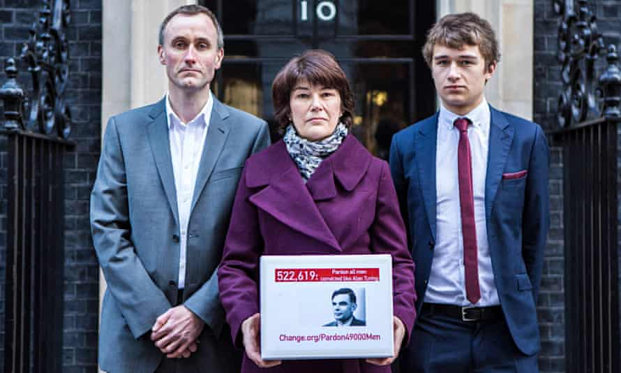 Family of Alan Turing deliver a petition calling for his pardon