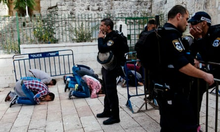 Israeli police at the entrance to the al-Aqsa mosque in 2014. Tension over access to the Haram al-Sharif/Temple Mount compound is highlighted in the report.