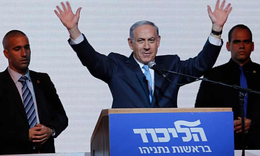 Benjamin Netanyahu waves to supporters