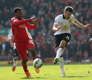 Michael Carrick has a shot before Sturridge gets to him.