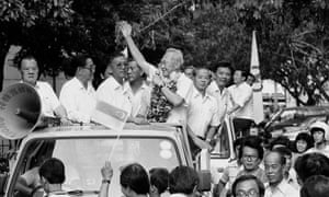 Lee Kuan Yew thanking voters in his parliamentary constituency in 1988.