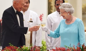 Lee Kuan Yew sharing a toast with Queen Elizabeth II during a state banquet in Singapore in 2006, by which time he was a 'minister mentor' in the cabinet.