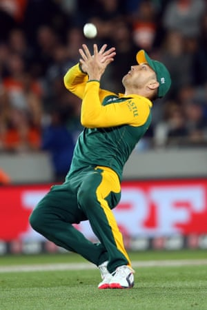 South Africa's Faf du Plessis takes the catch to dismiss New Zealand's Corey Anderson for 58 runs