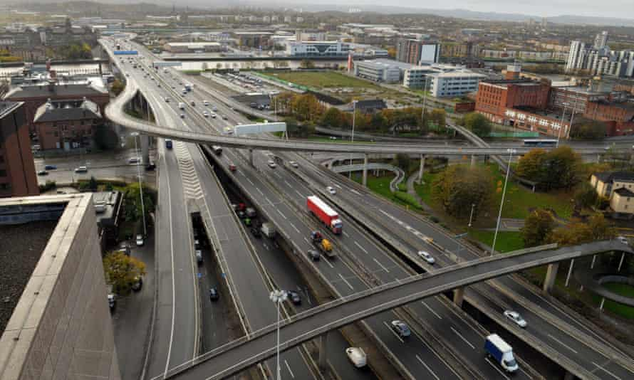 Kingston Bridge in Glasgow. The CCC suggests lower speed limits and congestion charges to reduce road traffic in Scotland.