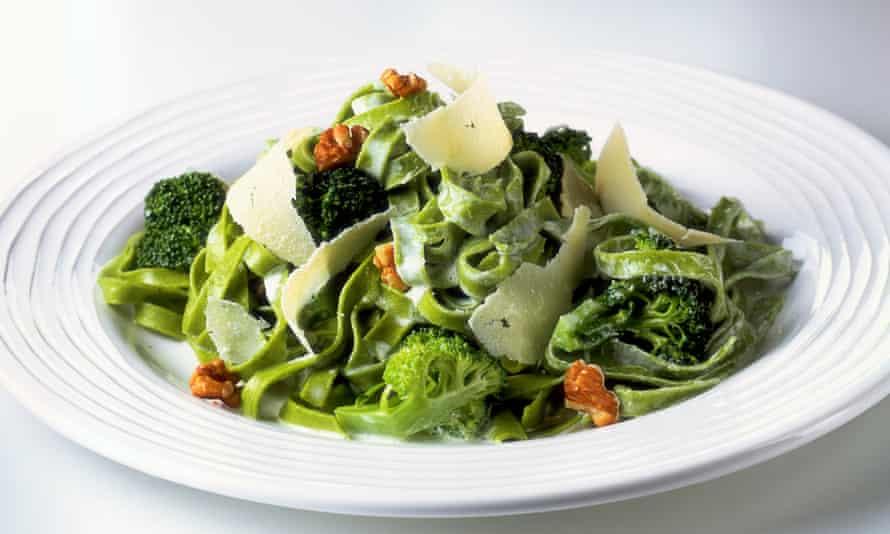 tagliatelle with broccolli and walnuts