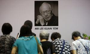 Lee Kuan Yew, people bowing