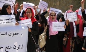 Afghan women shout slogans to urging parliamentarians to pass a bill on Elimination of Violence against Women, in Kabul, Afghanistan, 27 May 2013.